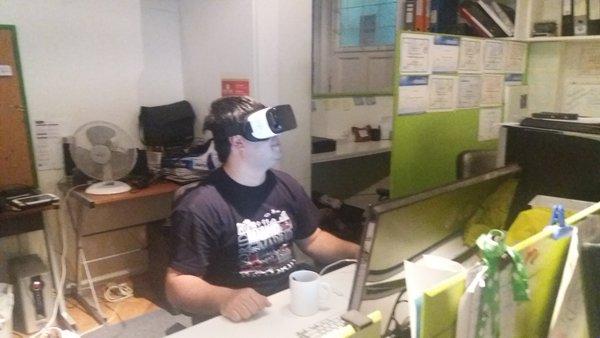 SimbelTeam testeando el Oculus de Samsung
